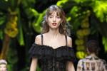 A Milano sfila Giulia, la modella palermitana scelta da Donatella Versace a soli 16 anni