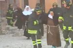 La terra trema a Norcia, le suore fuggono in strada: il video