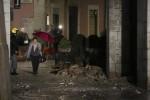 Macerie e paura, ecco il terremoto raccontato per immagini - Foto