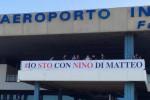 Uno striscione per il pm Di Matteo all'aeroporto di Palermo