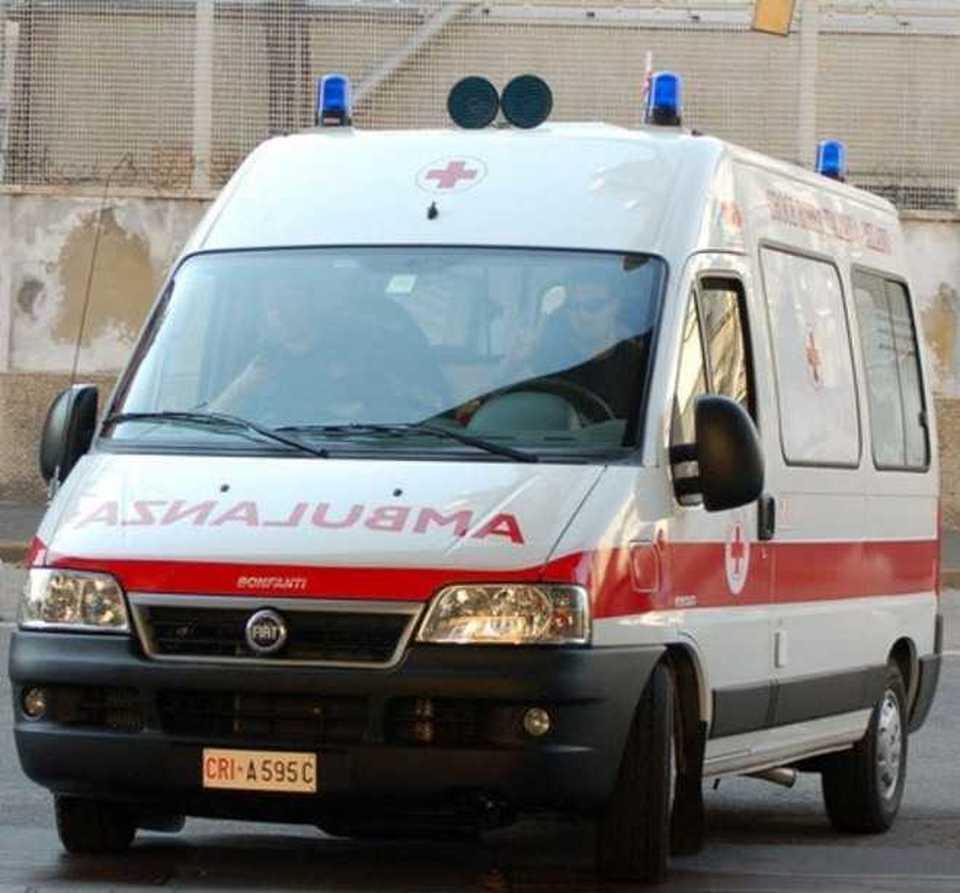 Messina, Carmela travolta da un camion: muore tra le braccia del figlio