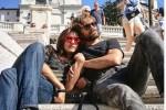 Ambra e Lorenzo, scatto romantico sulla scalinata di Piazza di Spagna