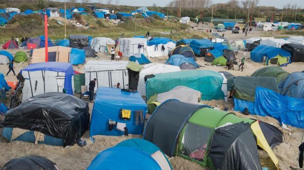 human rights watch, migranti calais, Sicilia, Mondo