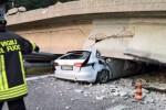 Crolla un cavalcavia a Lecco, un morto e quattro feriti - Foto