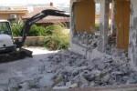 La demolizione della villetta in via Vittorio Corona a Ciaculli
