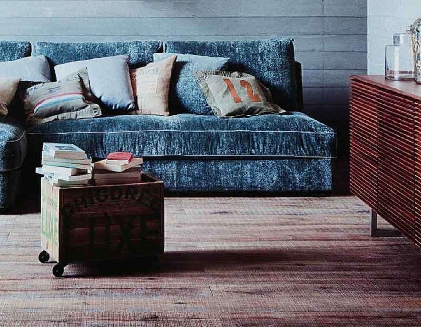 Elegante moderno e lussuoso col freddo torna di moda il for Divano velluto blu