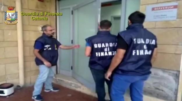 catania, corruzione, guardia di finanza, medici, Catania, Cronaca