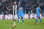 L'ex Higuain fa volare la Juve Il Napoli si arrende ed è a -7