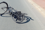 Donna in bicicletta travolta e uccisa da un'ambulanza