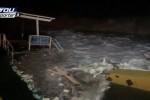 Mareggiata a Letojanni, le onde distruggono il litorale - Video