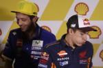 """Stretta di mano Rossi-Marquez a Sepang: """"Ma le idee restano"""""""