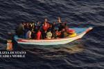 Oltre 500 migranti a Pozzallo, in 16 portati in ospedale