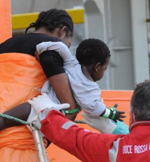 Sì alla norma sui migranti minori non accompagnati: stessi diritti dei coetanei dell'Ue, non vanno respinti