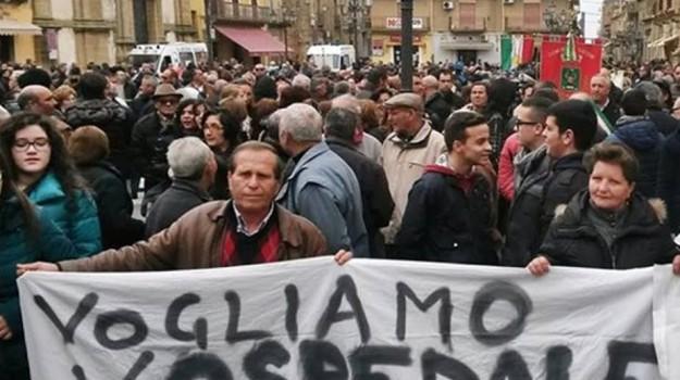 manifestazione, Niscemi, ospedale, Caltanissetta, Cronaca