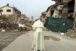 Papa Francesco nella zona rossa di Amatrice - Fonte Ansa