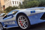 New York, 100 poliziotti italiani sfilano in Lamborghini