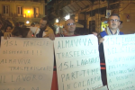 Renzi a Palermo, protesta Almaviva con badge e lumini - Video