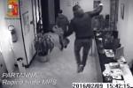 Colpi in banca e arresti, le immagini delle telecamere di videosorveglianza