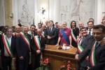"""Renzi firma il patto per Messina: """"Il metodo è cambiato"""""""