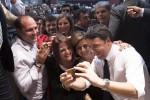 La visita di Renzi a Palermo fra selfie e abbracci - Foto