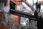 Al porto di Palermo le bare delle 17 salme di migranti, le immagini dello sbarco - Video