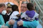 """""""Una barca piena di giocattoli"""", regali per i piccoli migranti nel Ragusano"""