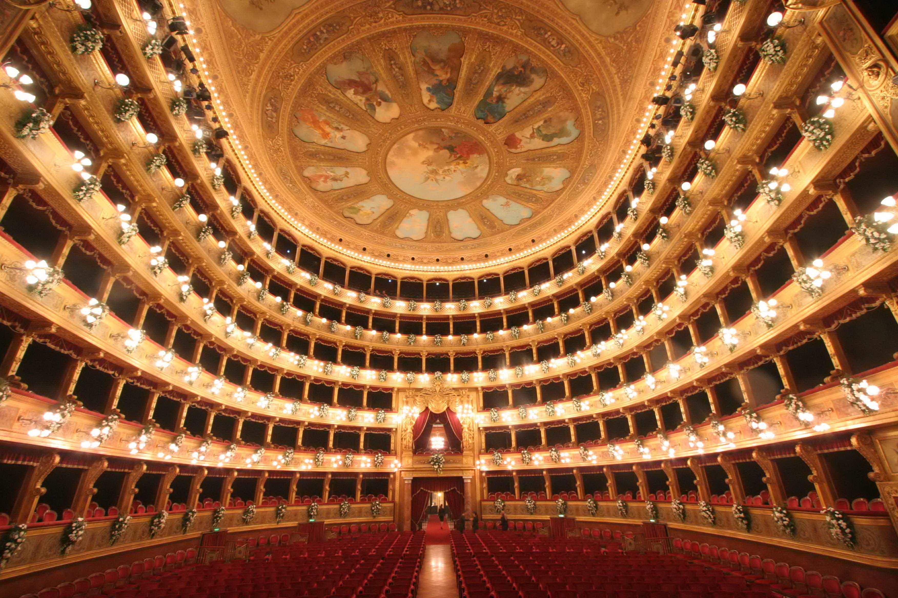 Teatro massimo 7 progetti e 20 milioni per il restauro ma - Costo ascensore interno 1 piano ...