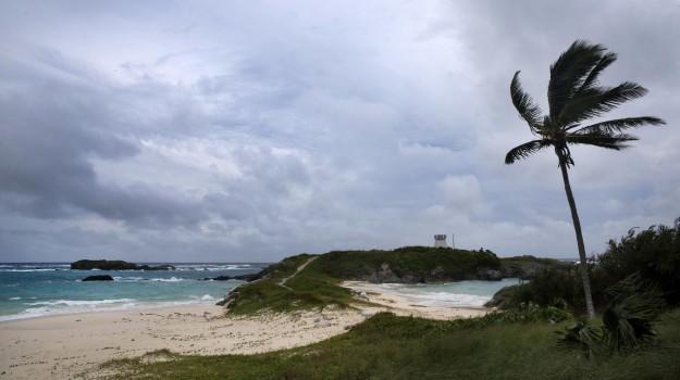 isole Bermude, uragano Nicole, Sicilia, Mondo