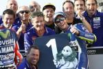 Valentino Rossi col suo team