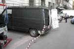 Furgone abbandonato in via Licoln: falso allarme bomba a Palermo - Video