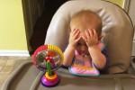 """Bambina assaggia per la prima volta i broccoli: ecco la sua """"disperata"""" reazione"""