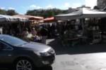 Mercatino in via Grassi a Palermo, cittadini in trappola