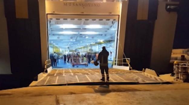 Lampedusa, Linosa, porto empedocle, traghetto in avaria, traghetto Sansovino, Agrigento, Cronaca