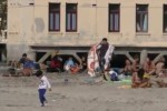 A Palermo un'altra giornata estiva, la spiaggia di Mondello presa d'assalto - Video
