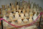 Il carico di anfore esposto al Baglio Anselmi nella sala che ospiterà la nave romana