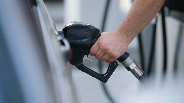prezzo benzina, Sicilia, Economia