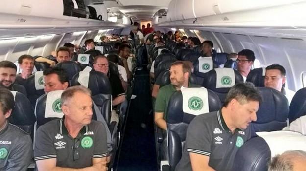 disastro aereo colombia, Sicilia, Mondo