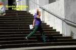 """Il """"falso cieco"""" di Palermo, eccolo di corsa sulle scale delle Poste di via Roma - Video"""