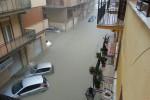 Crolli, strade chiuse, negozi e case allagate: inferno d'acqua a Licata - Foto