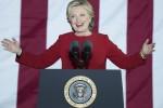 Hillary chiude la campagna elettorale con Barack e Michelle Obama: facciamo la storia