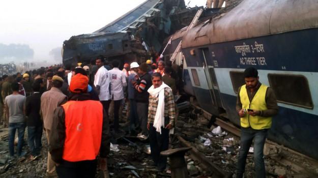 incidente india, treno deraglia, Sicilia, Mondo