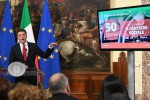 Manovra, arriva l'ok della Camera. Renzi: da 30 a 50 euro in più alle pensioni più basse