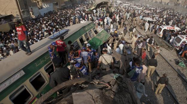 scontro treni Pakistan, Sicilia, Mondo