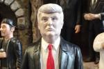 Trump, a Napoli c'è già la statuina per il presepe
