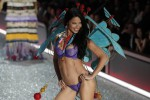 """Le """"paperone"""" della lingerie, Adriana Lima è l'angelo di Victoria's Secret più ricco: la classifica - Foto"""