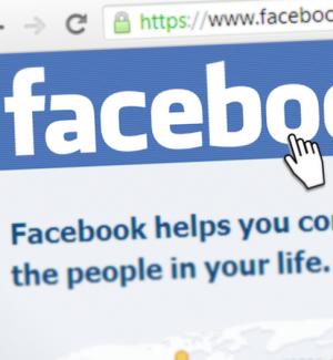Pubblica foto osè dell'ex compagno su Facebook, 33enne denunciata a Catania