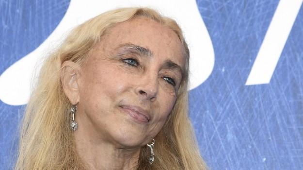 giornalista, morte, Franca Sozzani, Sicilia, Società