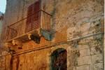 Licata, crolla il tetto di un antico palazzo