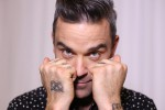 "Robbie Williams rassicura i fan: ""Dopo la terapia intensiva, ora sto bene"""