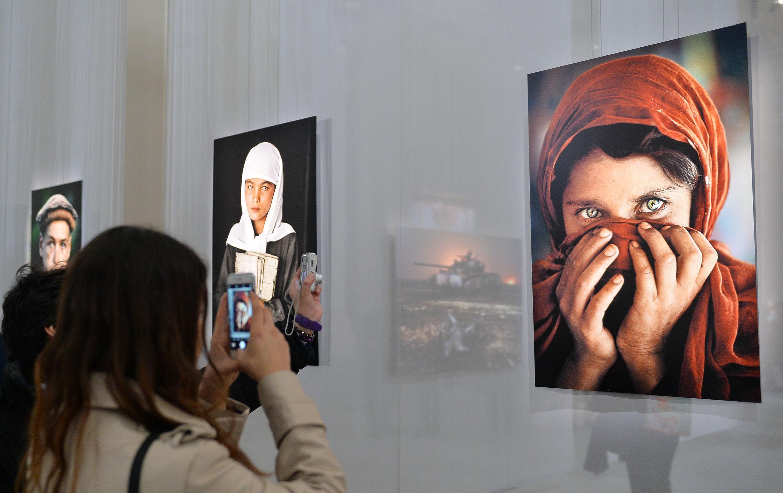 Brindisi con l arte accogliere il 2017 fra capolavori for Mostra steve mccurry palermo